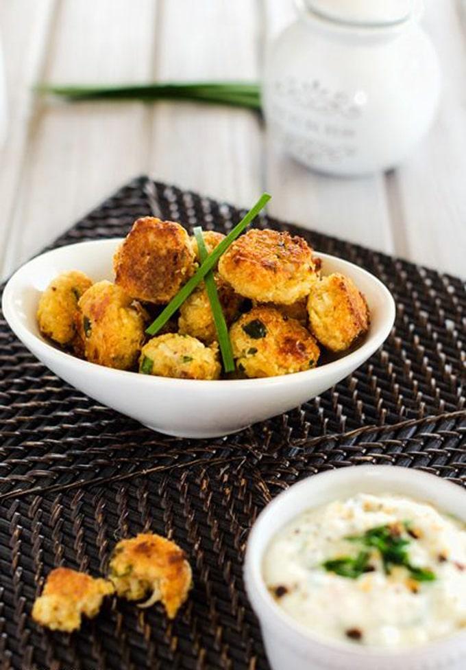 Quinoa Onion Bites - These Quinoa Onion Bites are the perfect healthy gluten free finger food! - Vegan Option - WendyPolisi.com