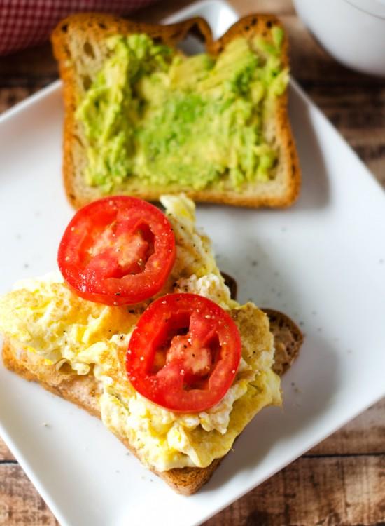egg-avocado-tomato-sandwich