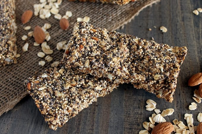 These Quinoa Chia Seed Protein Bars make the perfect healthy breakfast or snack. These homemade quinoa protein bars will leave the whole family smiling.