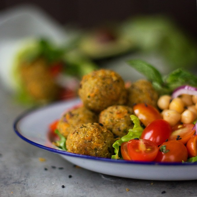 how to make tahini sauce for falafel