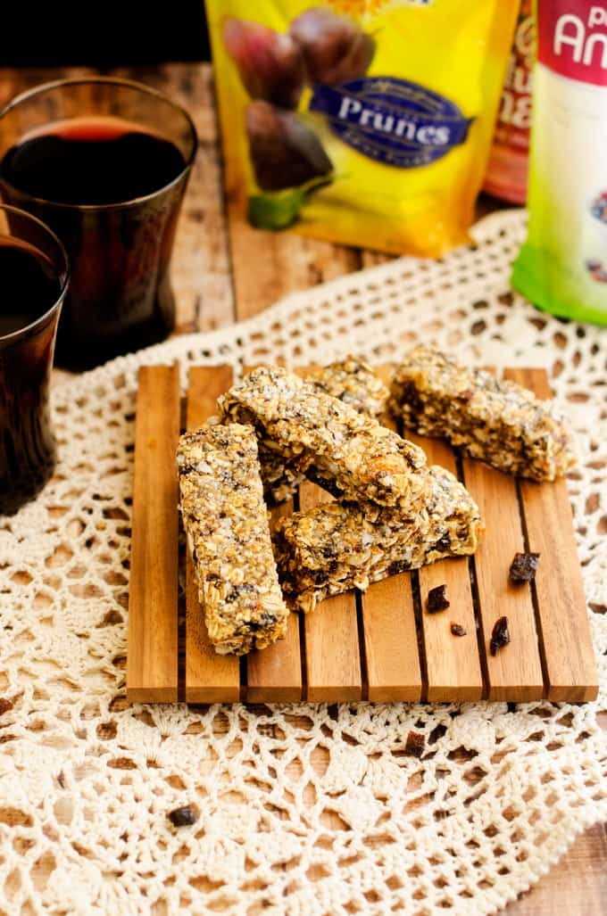 Salted Fruit and Nut Quinoa Bars - With quinoa, oats, chia seeds, almonds, macadamia nuts & cashews these bars are packed with nutrients and so delicious. A great healthy snack!
