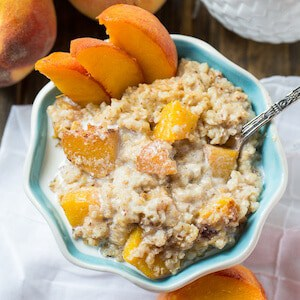 Healthy Crock Pot Peaches and Cream Oatmeal